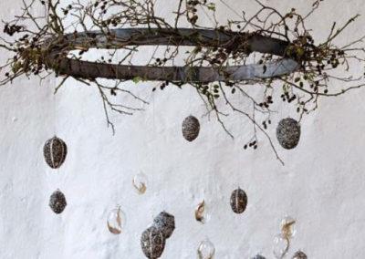 couronne de branches et oeufs pour Pâques