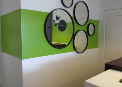 Round metal mirrors with green colour zoning