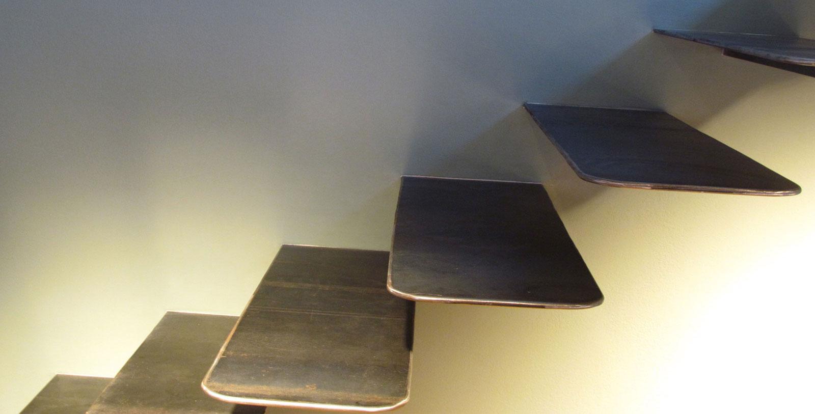 escalier en encorbellement en métal