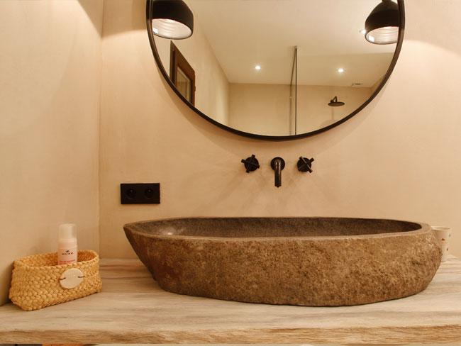 Plan vasque réalisé sur mesure en bois brut